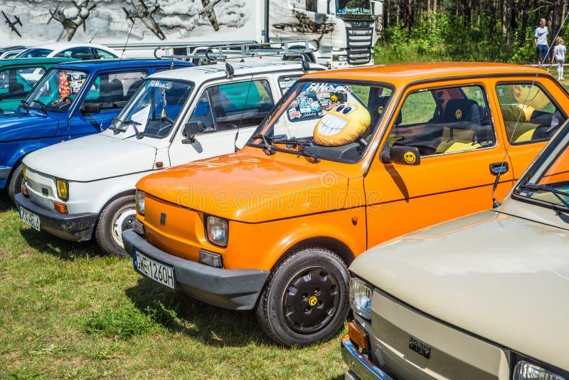 Μικρά ζωηρόχρωμα εκλεκτής ποιότητας αυτοκίνητα στοκ φωτογραφία με δικαίωμα ελεύθερης χρήσης