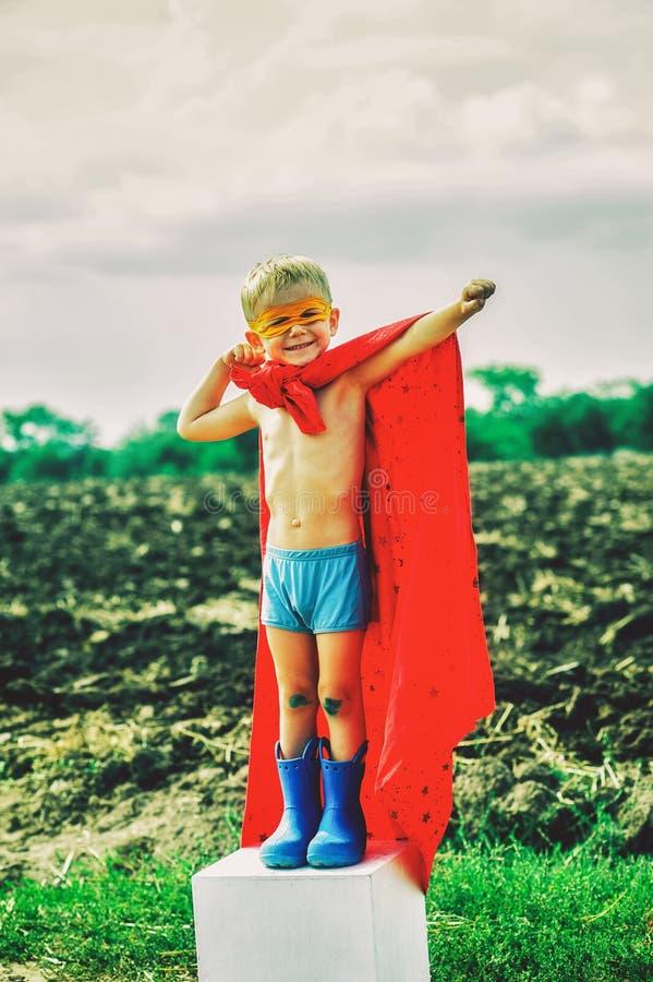 Μικρά παιδικά παιχνίδια ένα superhero στοκ φωτογραφίες με δικαίωμα ελεύθερης χρήσης