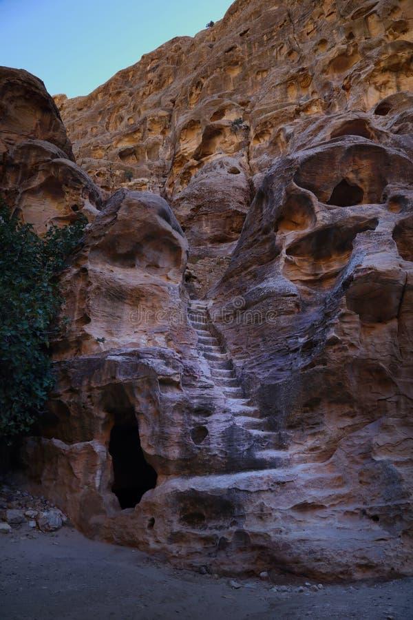 Μικρά σκαλοπάτια στη μικρή Petra στοκ φωτογραφία