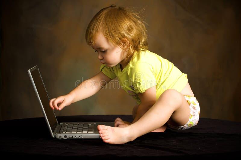 μικρές εργασίες κοριτσ&iota στοκ εικόνες με δικαίωμα ελεύθερης χρήσης