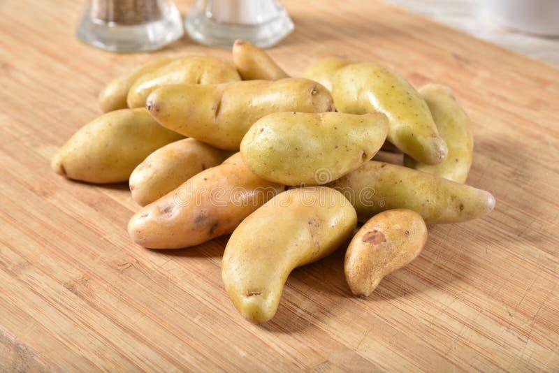 Μικρές κίτρινες πατάτες στοκ φωτογραφία με δικαίωμα ελεύθερης χρήσης