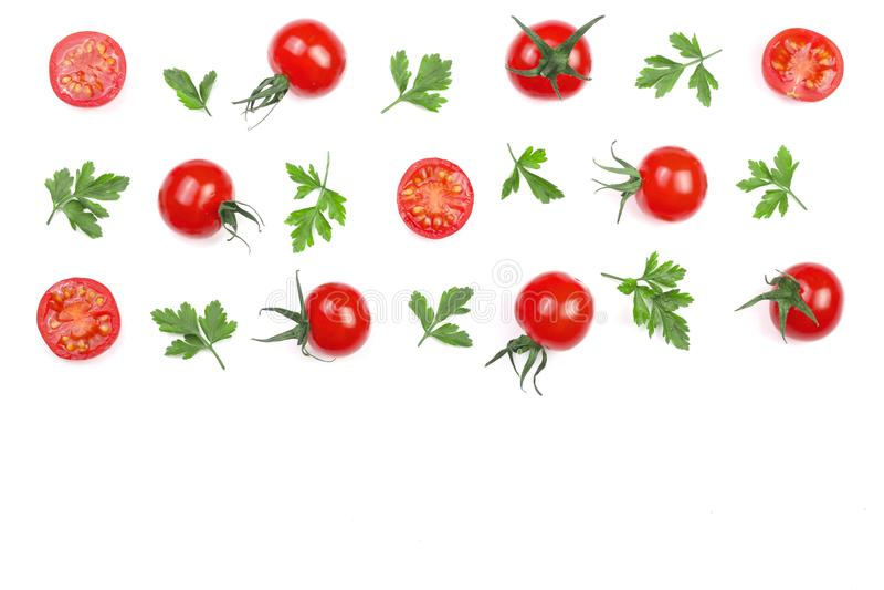 Μικρές ντομάτες κερασιών με τα φύλλα μαϊντανού που απομονώνονται στο άσπρο υπόβαθρο με το διάστημα αντιγράφων για το κείμενό σας  στοκ εικόνα