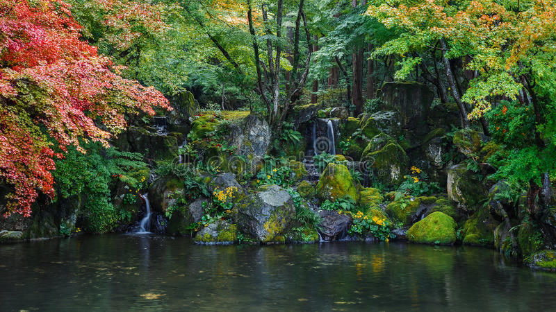 Μικρή λίμνη με στο ναό Daigoji στο Κιότο στοκ φωτογραφίες με δικαίωμα ελεύθερης χρήσης