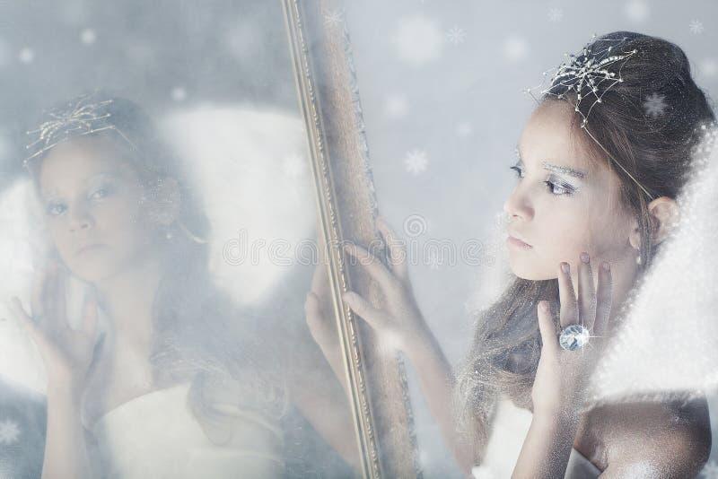 Μικρή βασίλισσα χιονιού στοκ φωτογραφίες με δικαίωμα ελεύθερης χρήσης