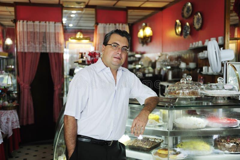 Μικρή επιχείρηση: ιδιοκτήτης ενός καφέ στοκ φωτογραφία