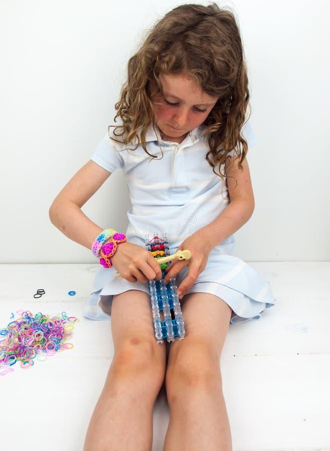 Μικρή ζώνη αργαλειών κοριτσιών στοκ εικόνα με δικαίωμα ελεύθερης χρήσης