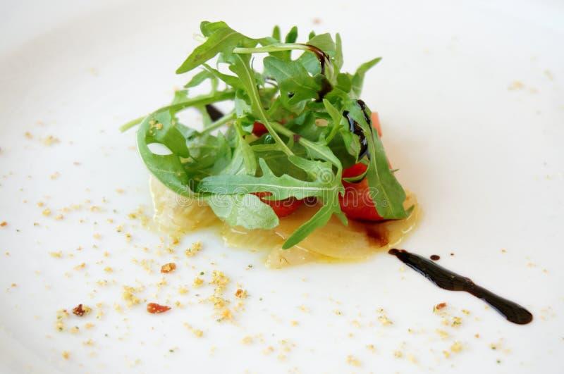 Μικρή μερίδα δοκιμής μιας σαλάτας στοκ εικόνες
