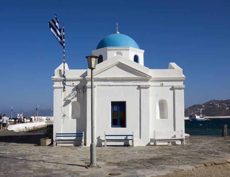 Μικρή μπλε καλυμμένη δια θόλου εκκλησία στοκ εικόνα