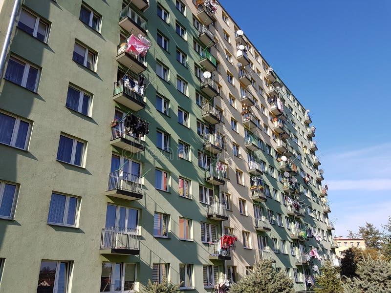 Μικρή πολυκατοικία στην Ανατολική Ευρώπη Πόλη Jaslo της χώρας της Πολωνίας στοκ φωτογραφία με δικαίωμα ελεύθερης χρήσης