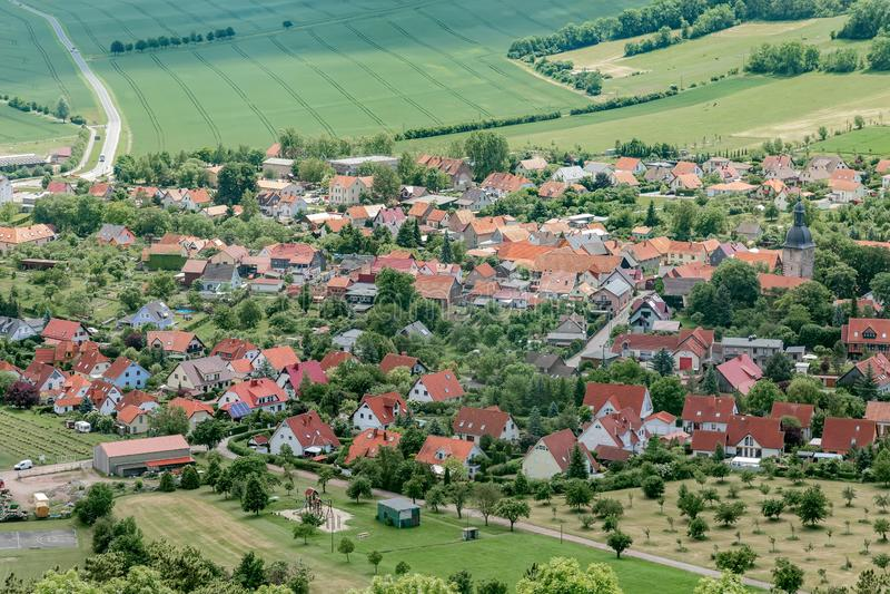 Μικρή πόλη στην κορυφή στοκ φωτογραφία με δικαίωμα ελεύθερης χρήσης