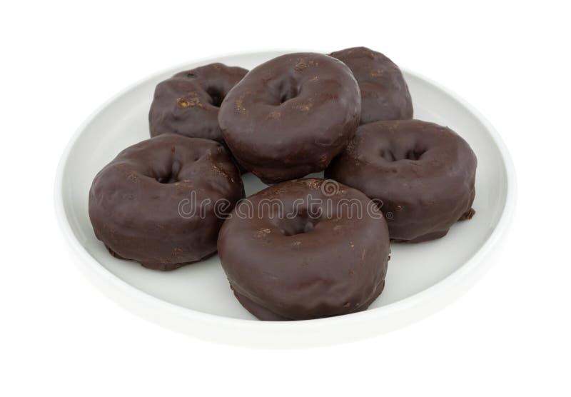 Μικρή σοκολάτα που παγώνεται donuts σε ένα πιάτο στοκ φωτογραφία με δικαίωμα ελεύθερης χρήσης