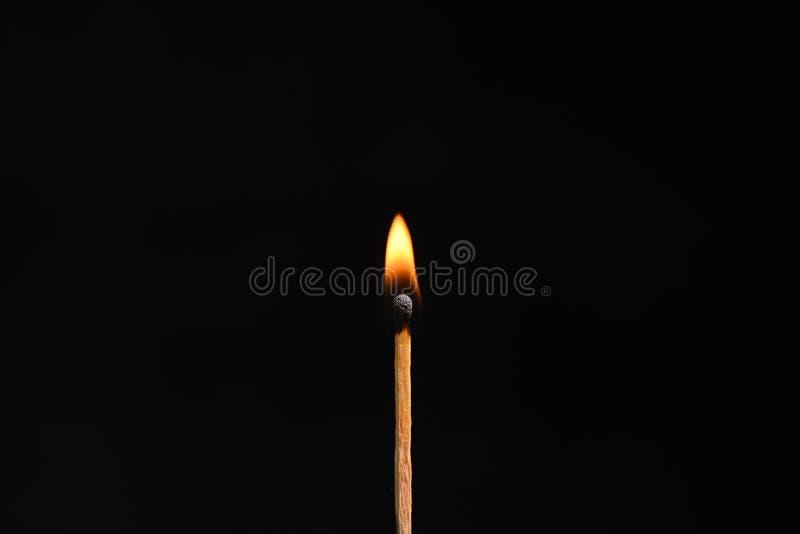 Μικρή φλόγα από μια ξύλινη αντιστοιχία στοκ εικόνα
