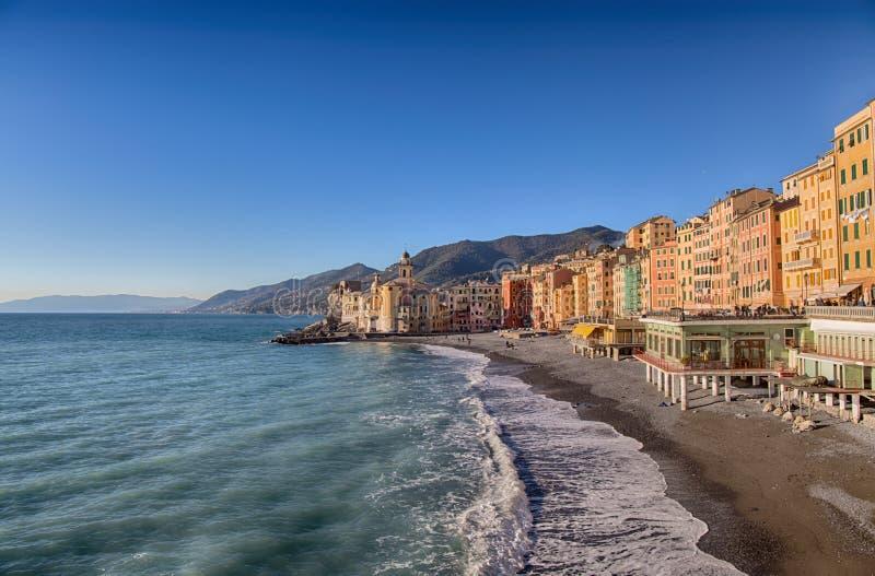 Μικρή όμορφη μεσογειακή ανατολή πόλεων τότε, Camogli, Γένοβα  Ιταλία, ευρωπαϊκό ταξίδι στοκ εικόνες
