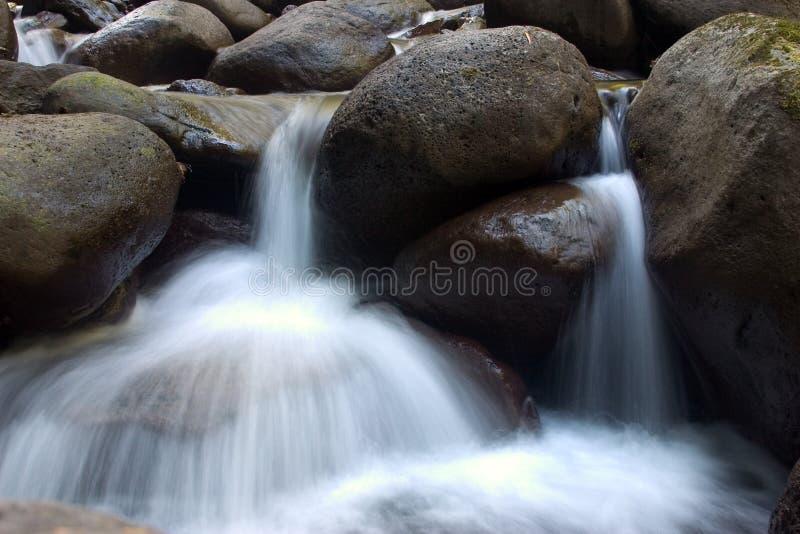 Download μικροί καταρράκτες στοκ εικόνες. εικόνα από βράχος, βράχοι - 100636