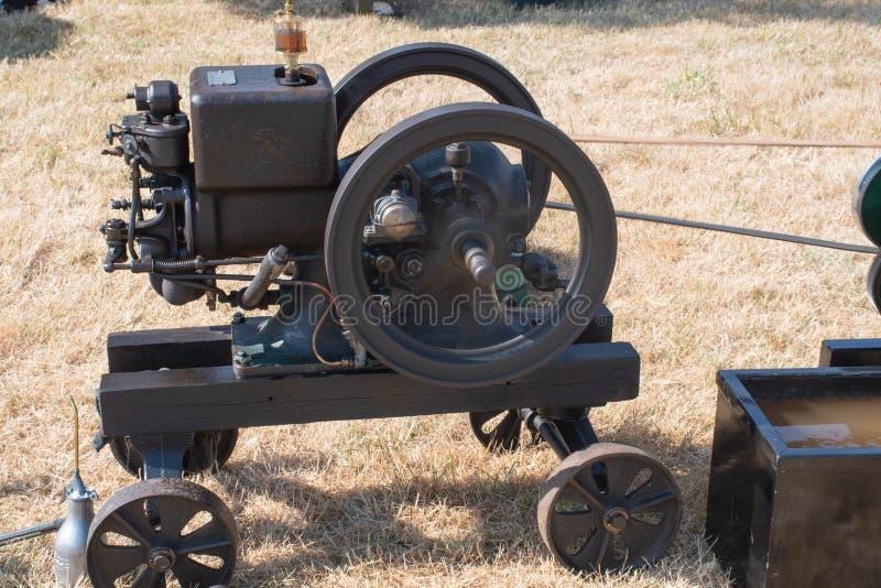 Μικροσκοπική μηχανή ατμού με τη ρόδα στοκ φωτογραφίες με δικαίωμα ελεύθερης χρήσης