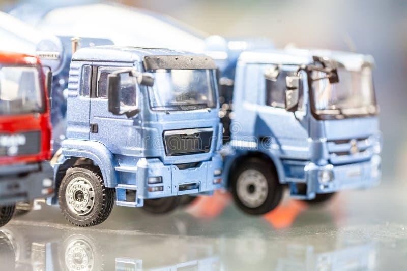 Μικροσκοπική στάση φορτηγών σε ένα γραφείο στοκ φωτογραφία