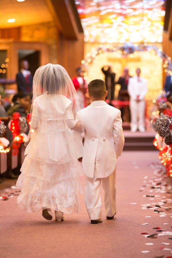 Μικροσκοπικοί νύφη και νεόνυμφος στοκ εικόνες