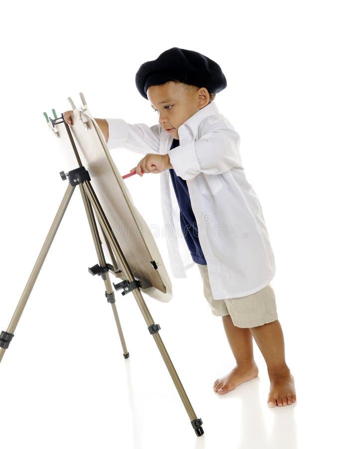 Μικροσκοπικός ζωγράφος στην εργασία στοκ εικόνα με δικαίωμα ελεύθερης χρήσης