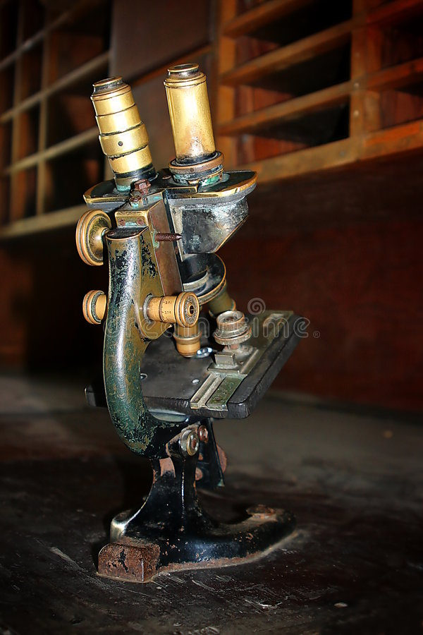 μικροσκόπιο παλαιό στοκ εικόνες με δικαίωμα ελεύθερης χρήσης