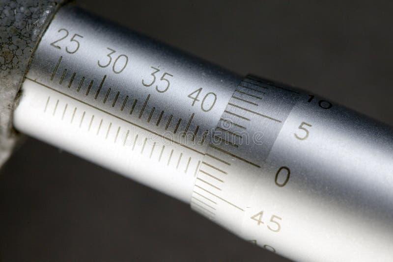 Μικρόμετρο, κινηματογράφηση σε πρώτο πλάνο μετρώντας κλίμακας στοκ φωτογραφίες