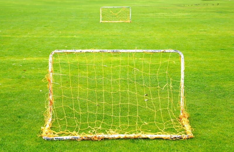 Μικρός αγωνιστικός χώρος ποδοσφαίρου με δύο μικρούς στόχους στοκ εικόνες