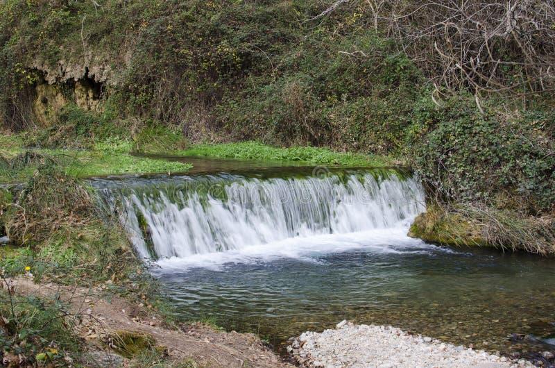 Μικρός καταρράκτης στον ποταμό Palancia στοκ φωτογραφία