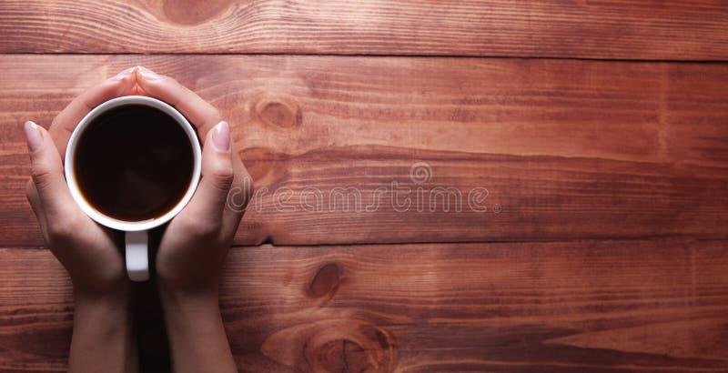 μικρός πίνακας οξύτητας εφημερίδων βάθους καφέ ξύλινος στοκ εικόνες