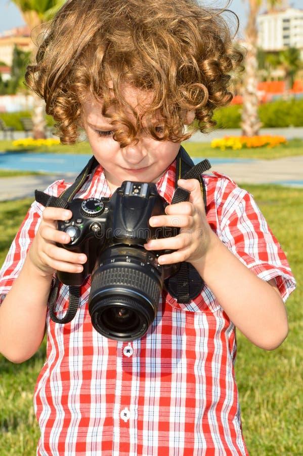 Μικρός φωτογράφος παιδιών στοκ φωτογραφία με δικαίωμα ελεύθερης χρήσης