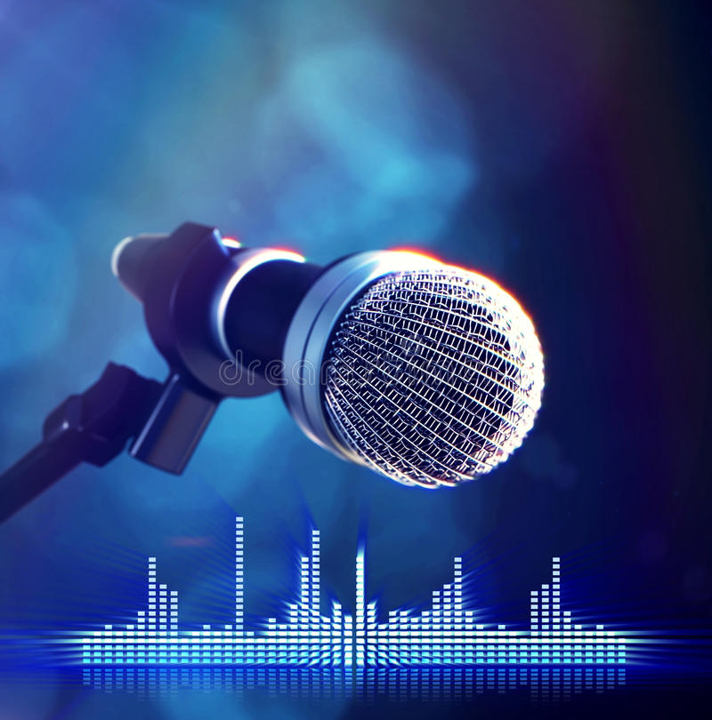 Μικρόφωνο στη σκηνή στοκ φωτογραφίες με δικαίωμα ελεύθερης χρήσης