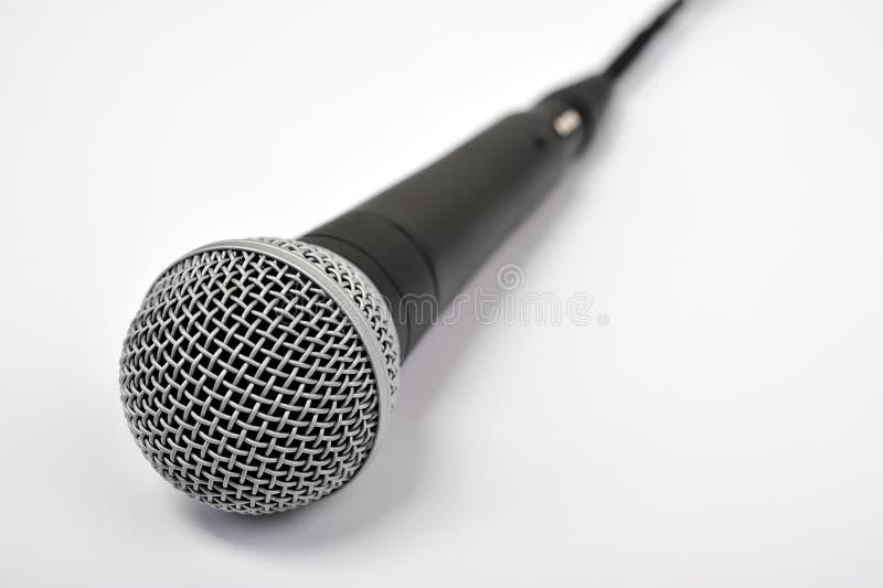 Μικρόφωνο στο λευκό στοκ φωτογραφία με δικαίωμα ελεύθερης χρήσης
