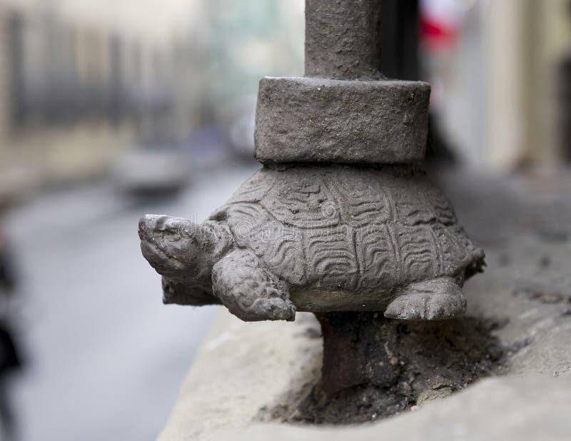Μικρό γλυπτό χελωνών στη Φλωρεντία Ιταλία στοκ εικόνα