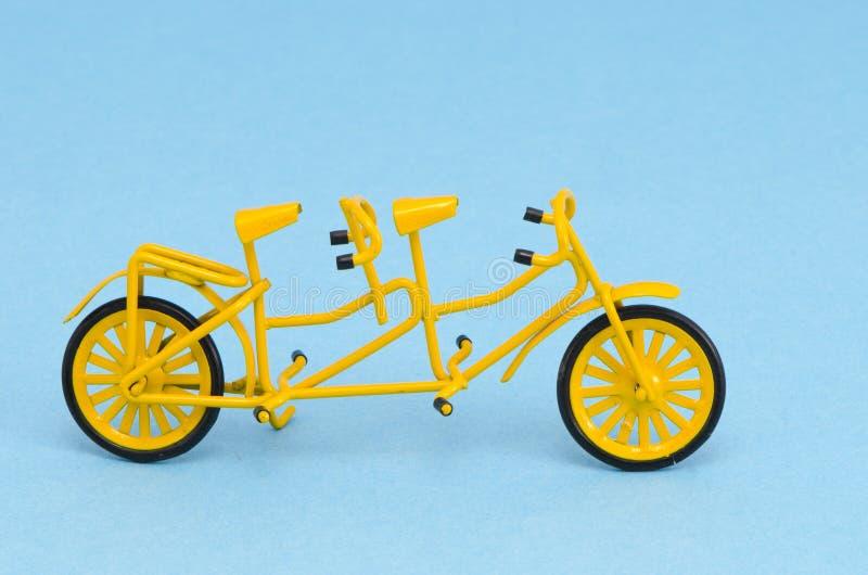 μικρό διαδοχικό παιχνίδι κίτρινο στοκ φωτογραφία με δικαίωμα ελεύθερης χρήσης