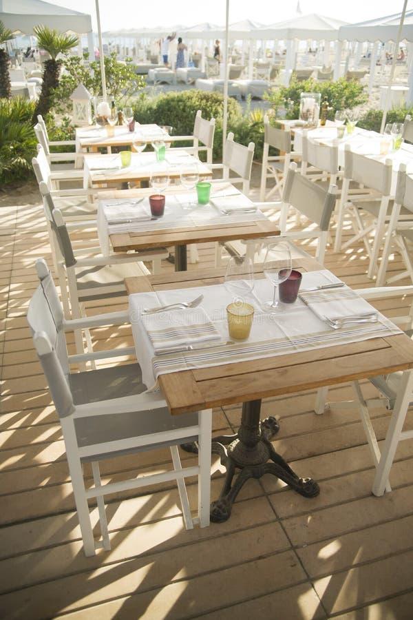 Μικρό εστιατόριο στην παραλία στοκ εικόνες