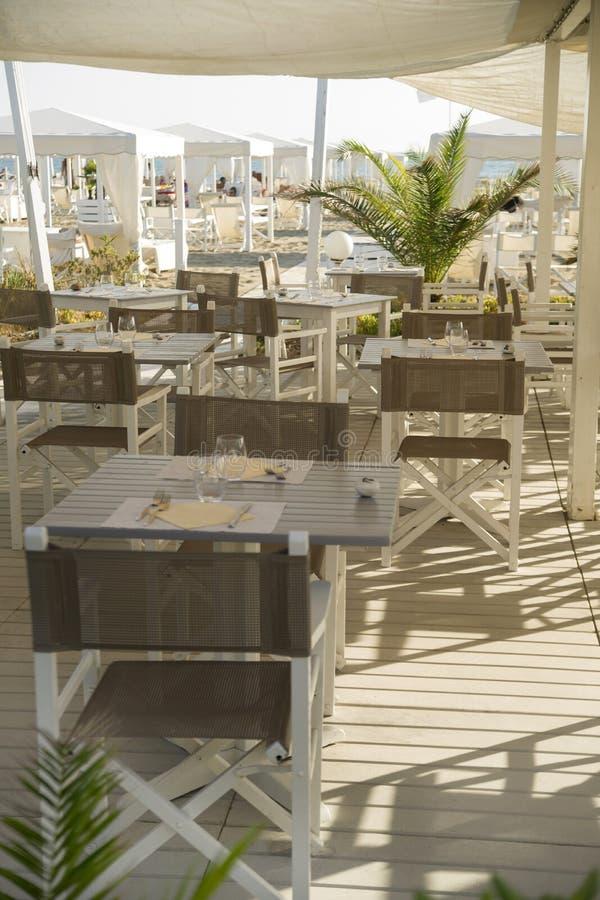 Μικρό εστιατόριο στην παραλία στοκ εικόνες με δικαίωμα ελεύθερης χρήσης