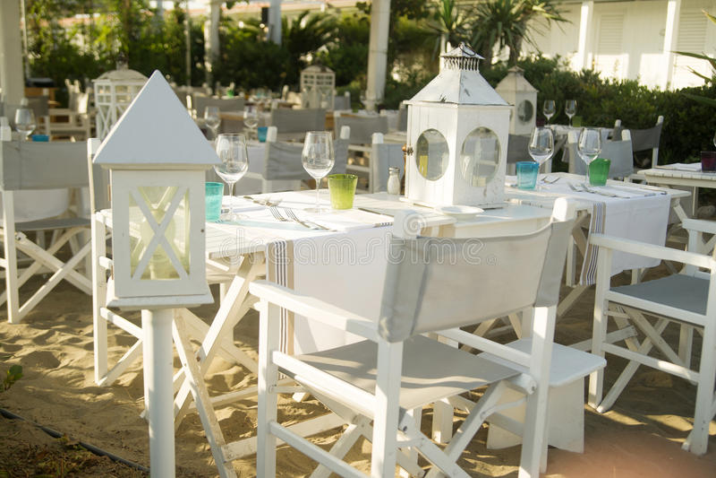Μικρό εστιατόριο στην παραλία στοκ φωτογραφία