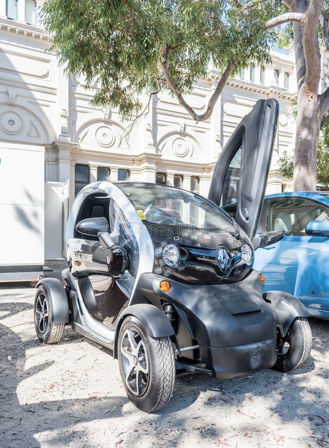 Μικρό ηλεκτρικό αυτοκίνητο της Renault σε Motorclassica στοκ εικόνα