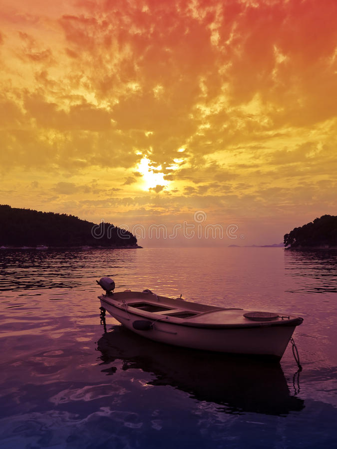 μικρό ηλιοβασίλεμα σκηνής βαρκών στοκ εικόνα με δικαίωμα ελεύθερης χρήσης