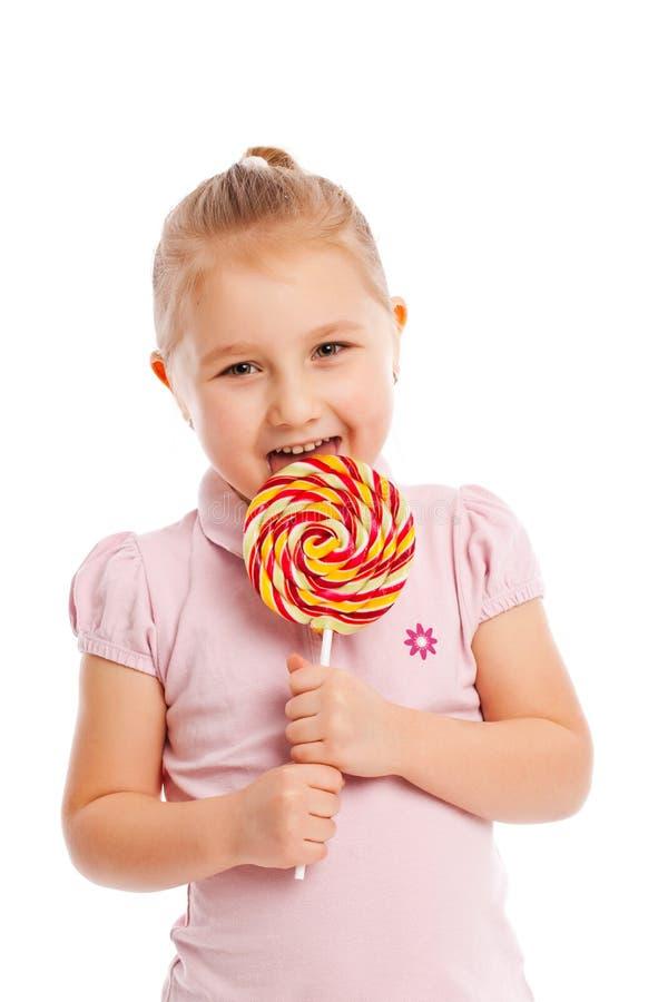 Μικρό κορίτσι με ένα μεγάλο lollipop. στοκ φωτογραφία με δικαίωμα ελεύθερης χρήσης