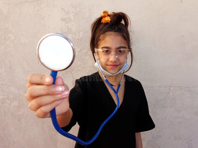 Μικρό κορίτσι, μελλοντικός ιατρικός, επαγγελματικό, στοκ εικόνες με δικαίωμα ελεύθερης χρήσης
