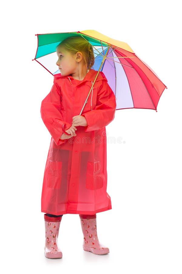 Μικρό κορίτσι με την ομπρέλα. στοκ φωτογραφία με δικαίωμα ελεύθερης χρήσης