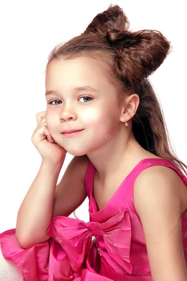Μικρό κορίτσι που απομονώνεται όμορφο στοκ φωτογραφίες