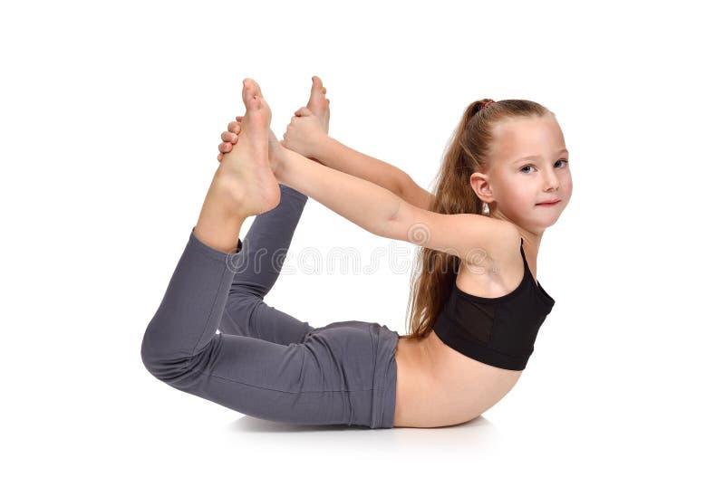 Μικρό κορίτσι που κάνει τη γιόγκα στοκ φωτογραφία με δικαίωμα ελεύθερης χρήσης