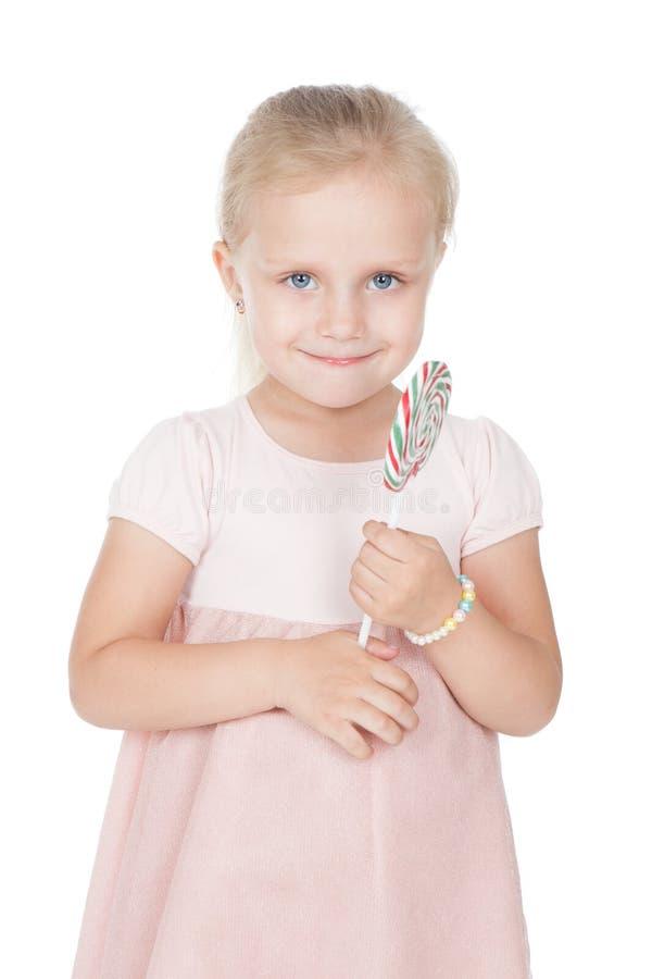 Μικρό κορίτσι που κρατά μια μεγάλη καραμέλα στοκ εικόνες