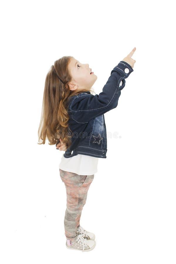 Μικρό κορίτσι που παρουσιάζει κάτι επάνω από την στοκ φωτογραφίες με δικαίωμα ελεύθερης χρήσης