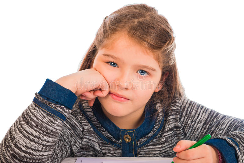 Μικρό κορίτσι που τρυπιέται όμορφο να κάνει την εργασία στοκ φωτογραφία με δικαίωμα ελεύθερης χρήσης