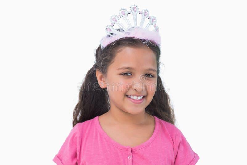 Μικρό κορίτσι που φορά την τιάρα για ένα κόμμα στοκ εικόνα