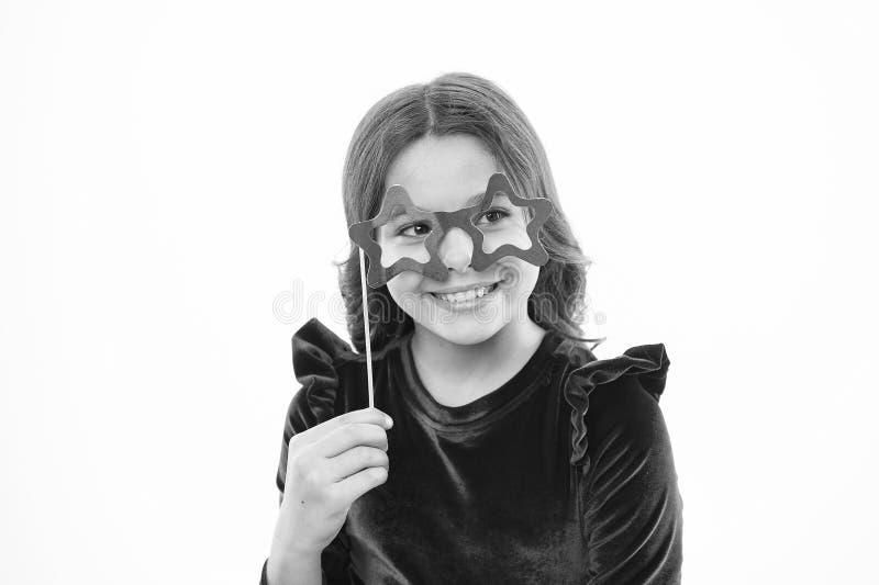 Μικρό κορίτσι στα γυαλιά κομμάτων Παιδική ηλικία και ευτυχία r Μόδα και ύφος παιδιών μικρό καλοκαίρι χαιρετισμού κοριτσιών στοκ φωτογραφία με δικαίωμα ελεύθερης χρήσης