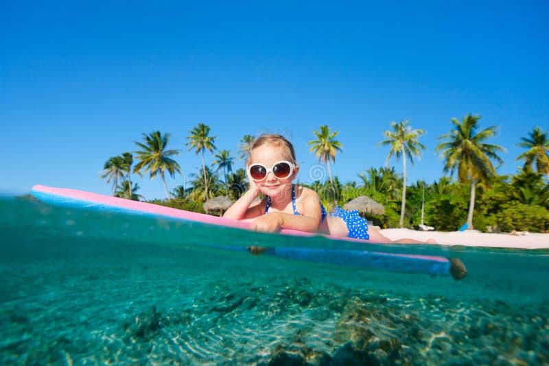 Μικρό κορίτσι στις διακοπές στοκ φωτογραφία με δικαίωμα ελεύθερης χρήσης