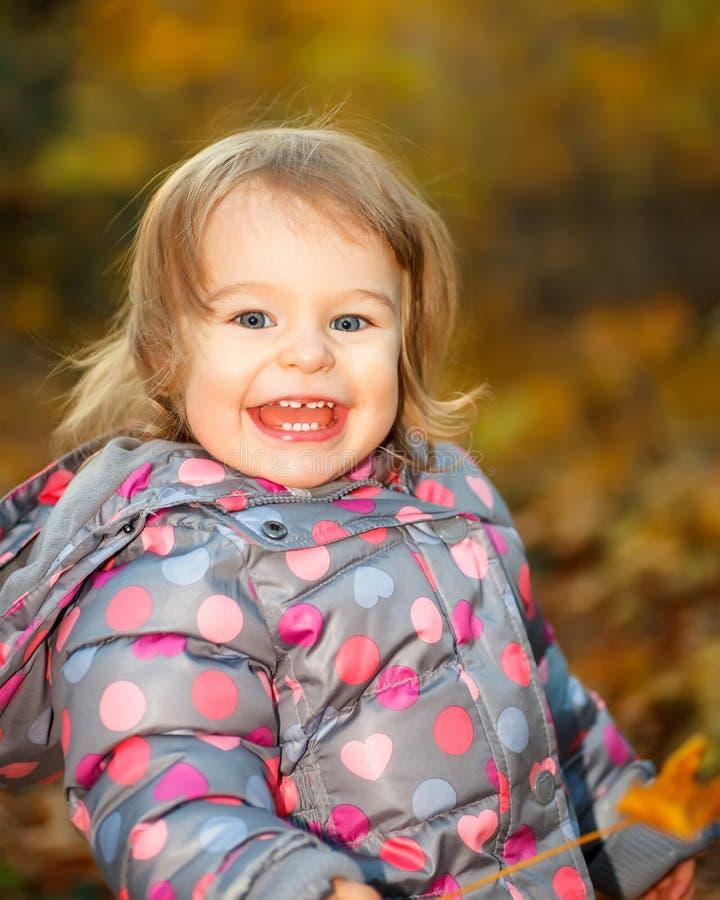 Μικρό κορίτσι στο πάρκο Στοκ Εικόνες