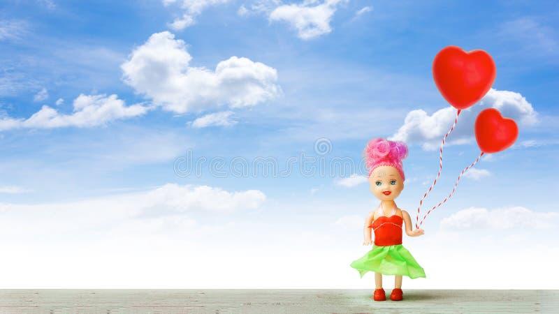 Μικρό κορίτσι το καλοκαίρι της αγάπης στοκ εικόνες